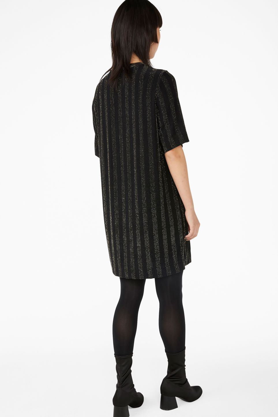 Model back image of Monki t-shirt dress in black