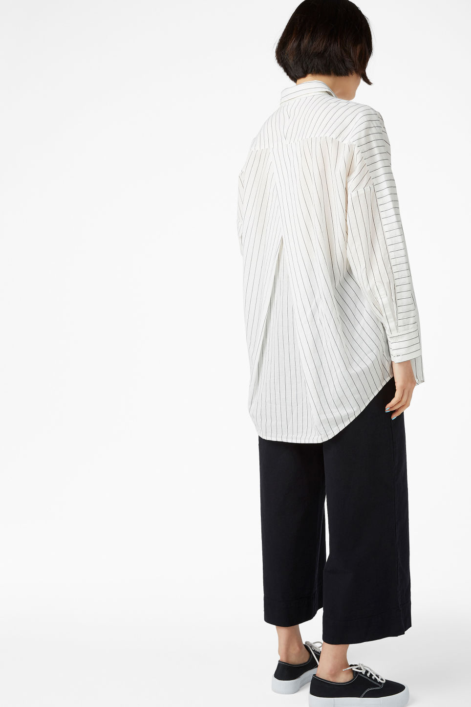 Model back image of Monki oversized blouse in white