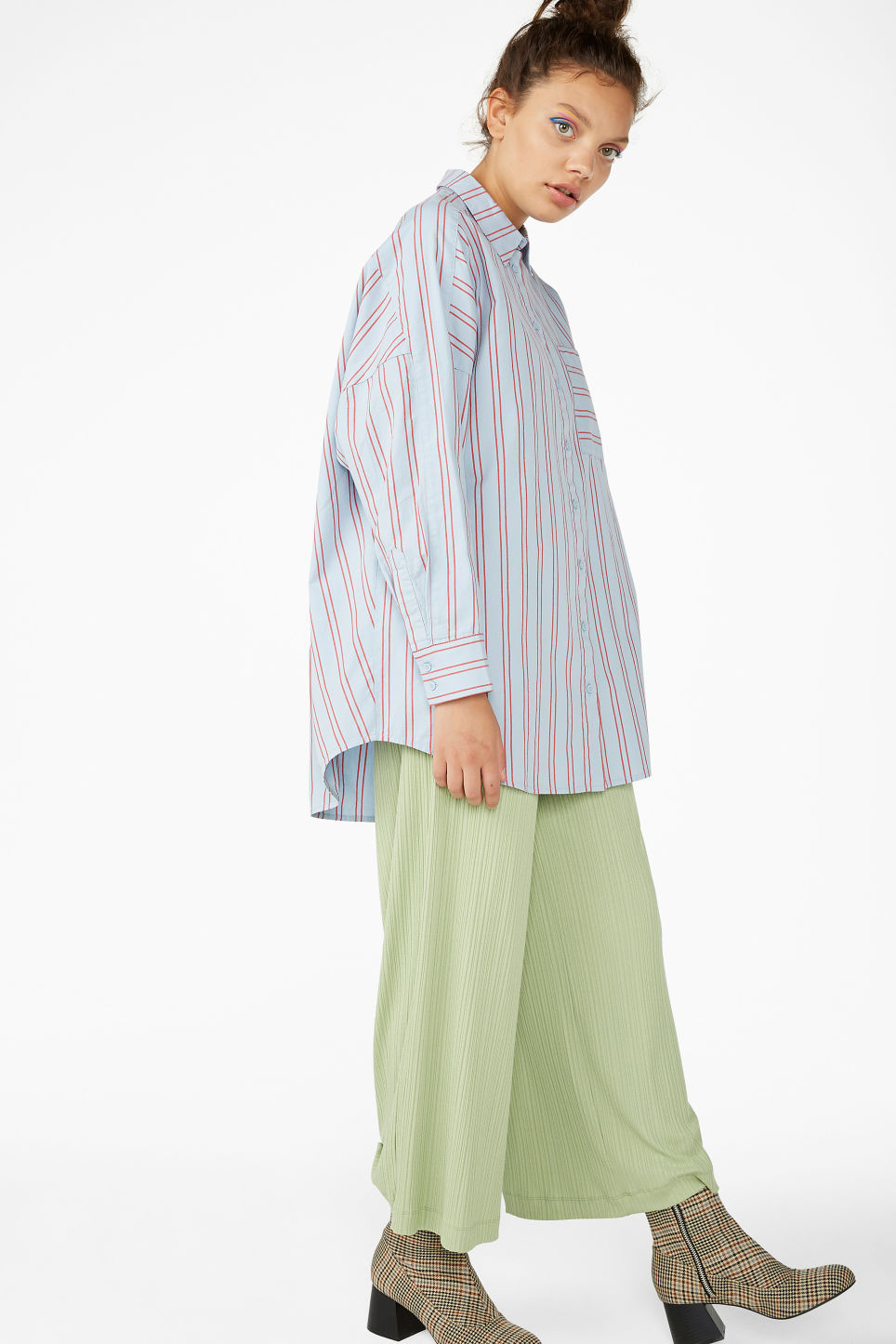 Model front image of Monki oversized blouse in blue