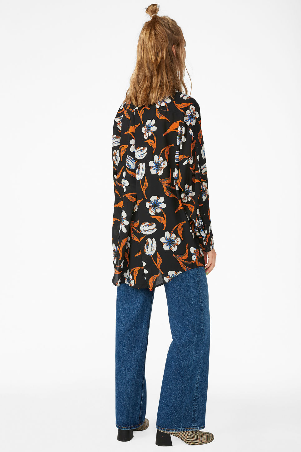 Model back image of Monki oversized blouse in black