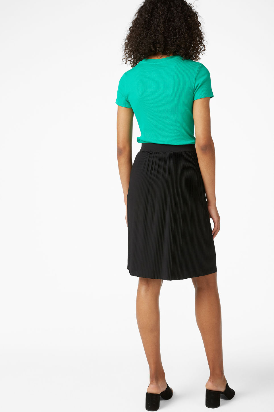 Model back image of Monki pleated mini skirt in black
