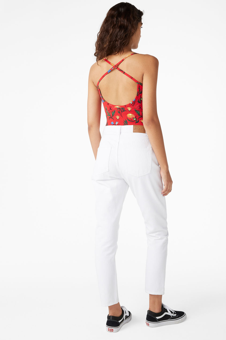 Model back image of Monki cross back body in red