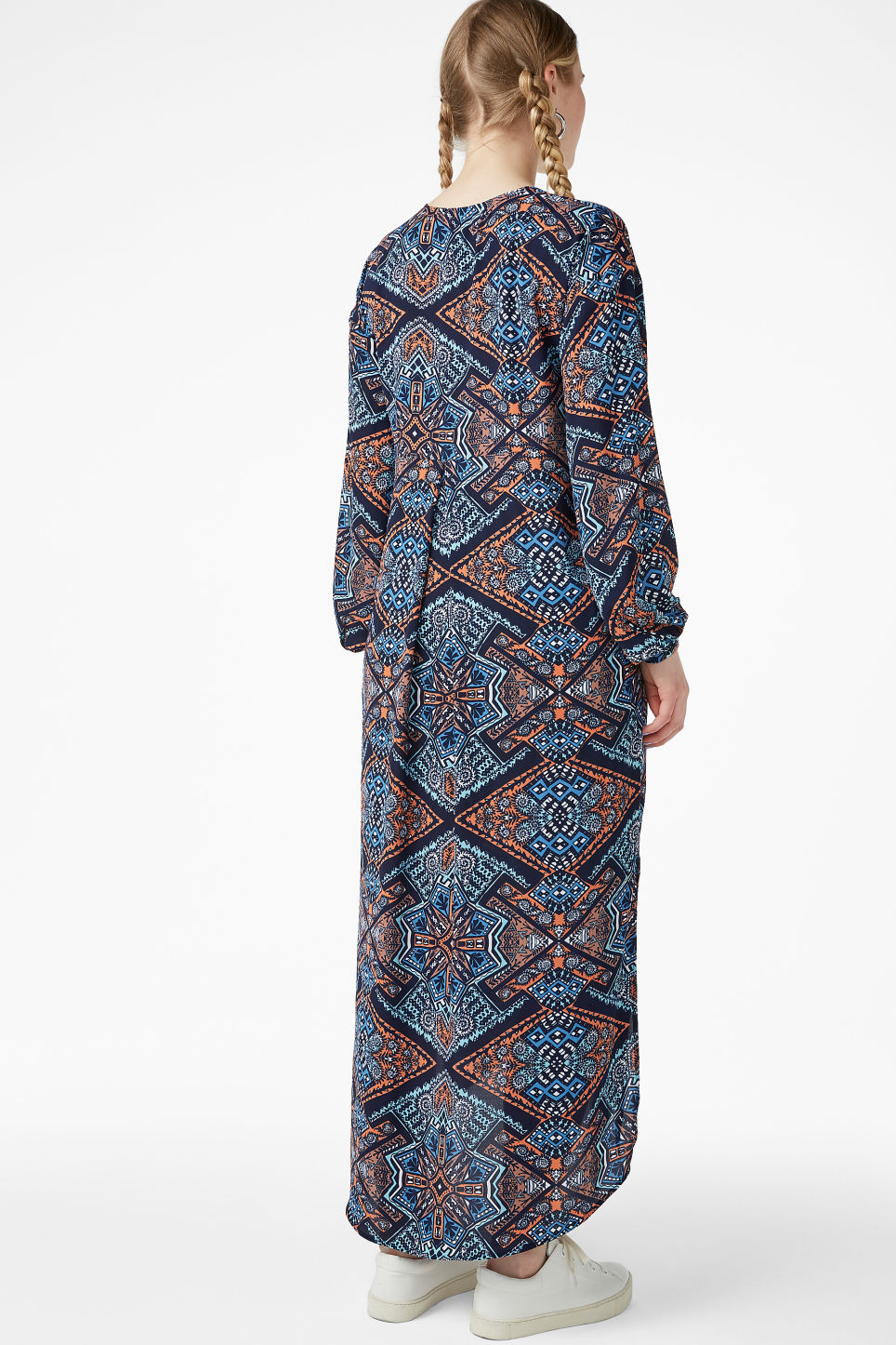 Model back image of Monki flowy maxi dress in blue