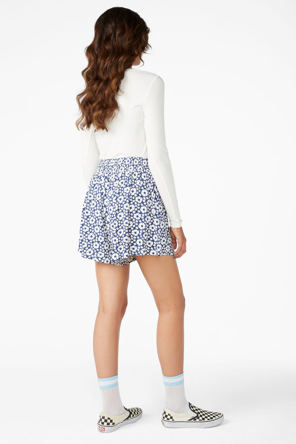 Model back image of Monki flowy shorts in blue