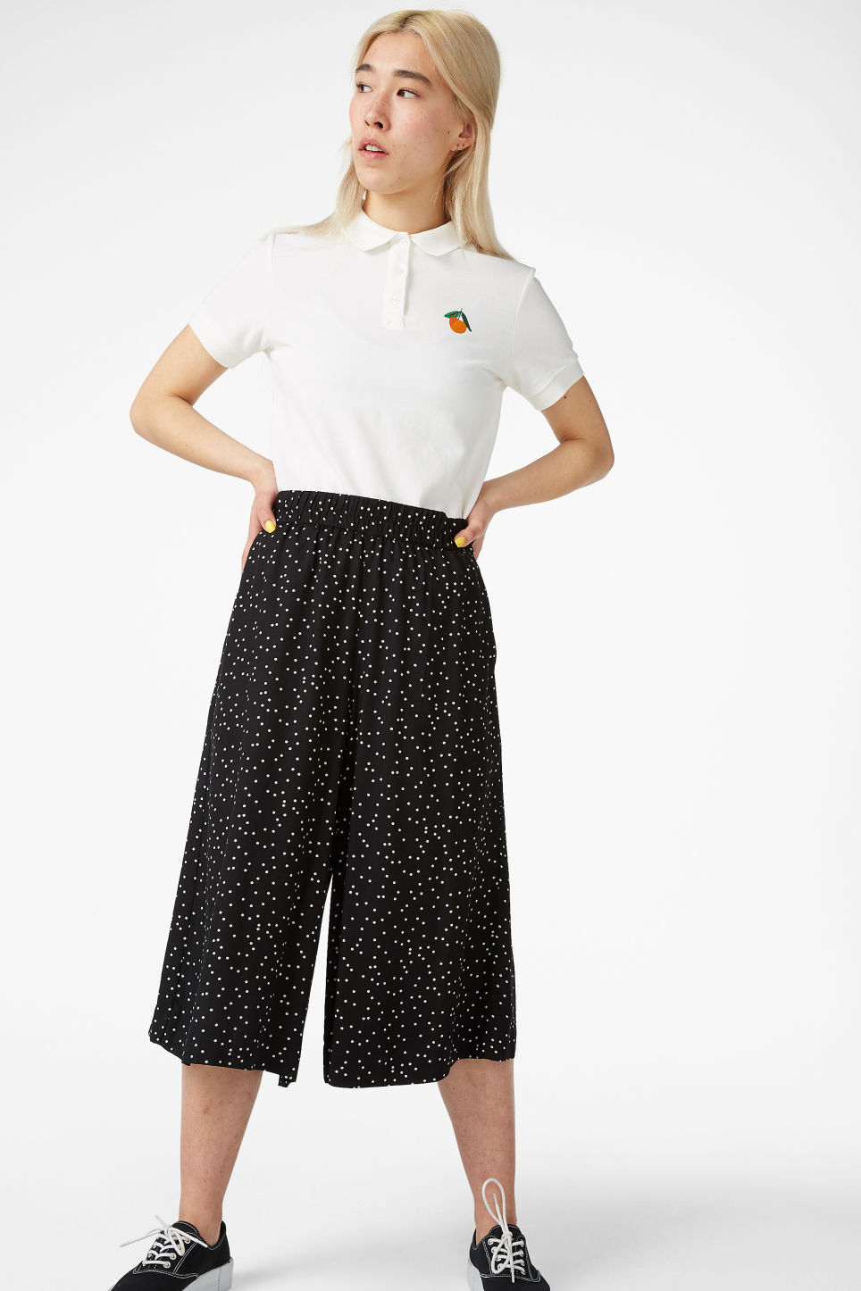 Model front image of Monki flowy culottes in black