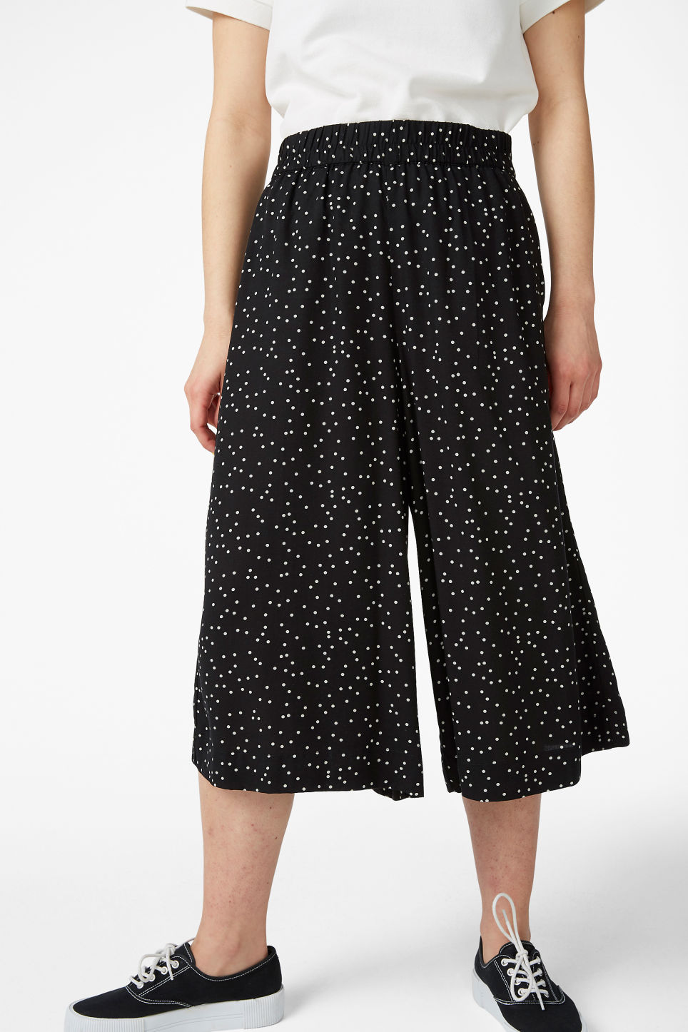 Model side image of Monki flowy culottes in black