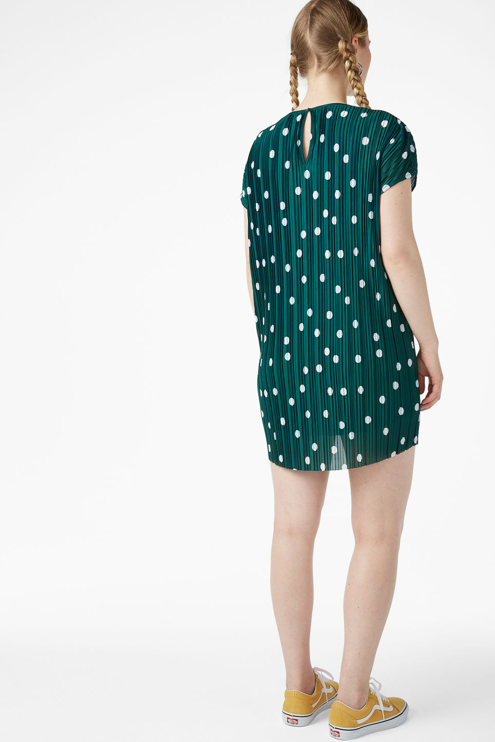 Model back image of Monki pleated t-shirt dress in green