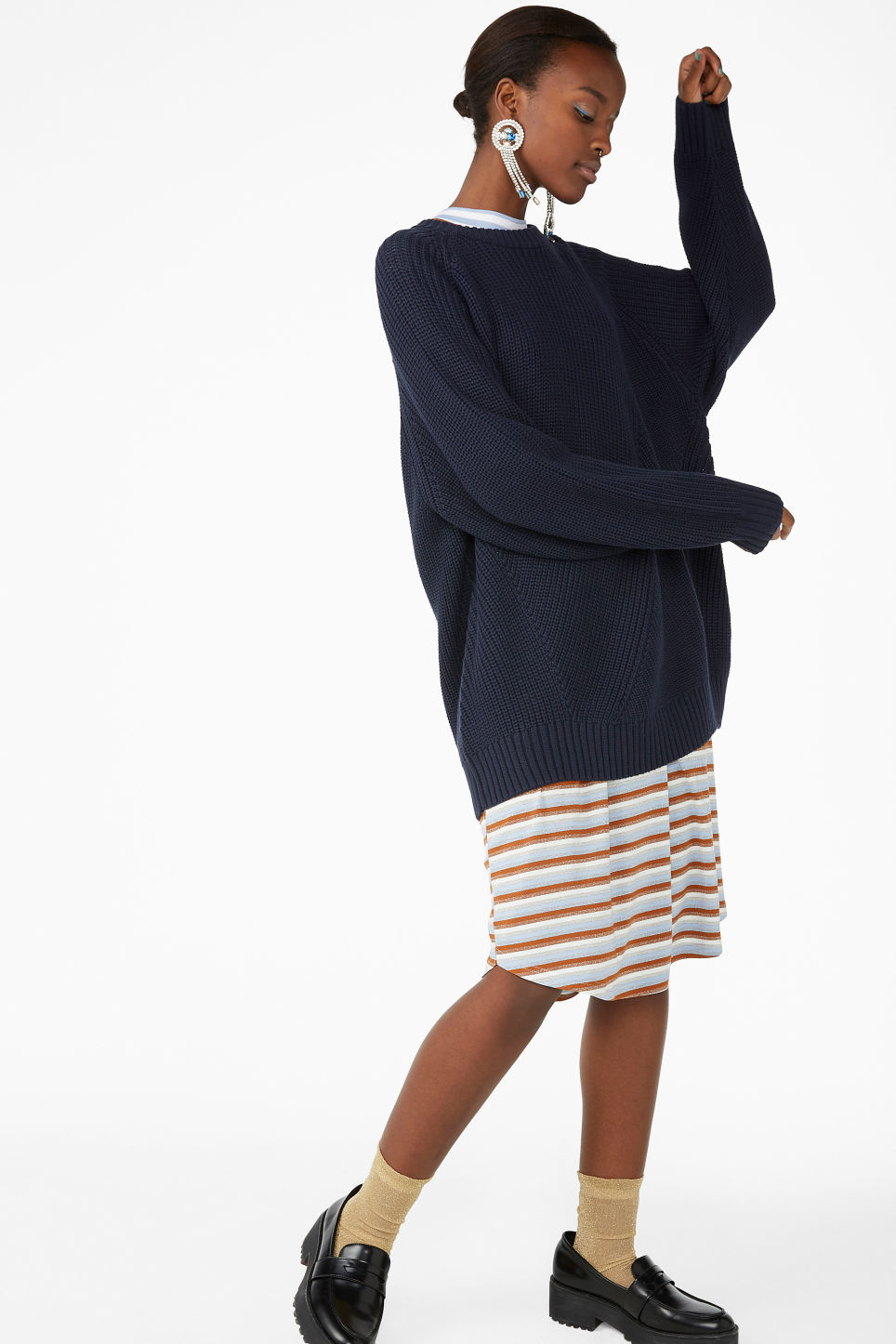 Model front image of Monki thick knit sweater in blue