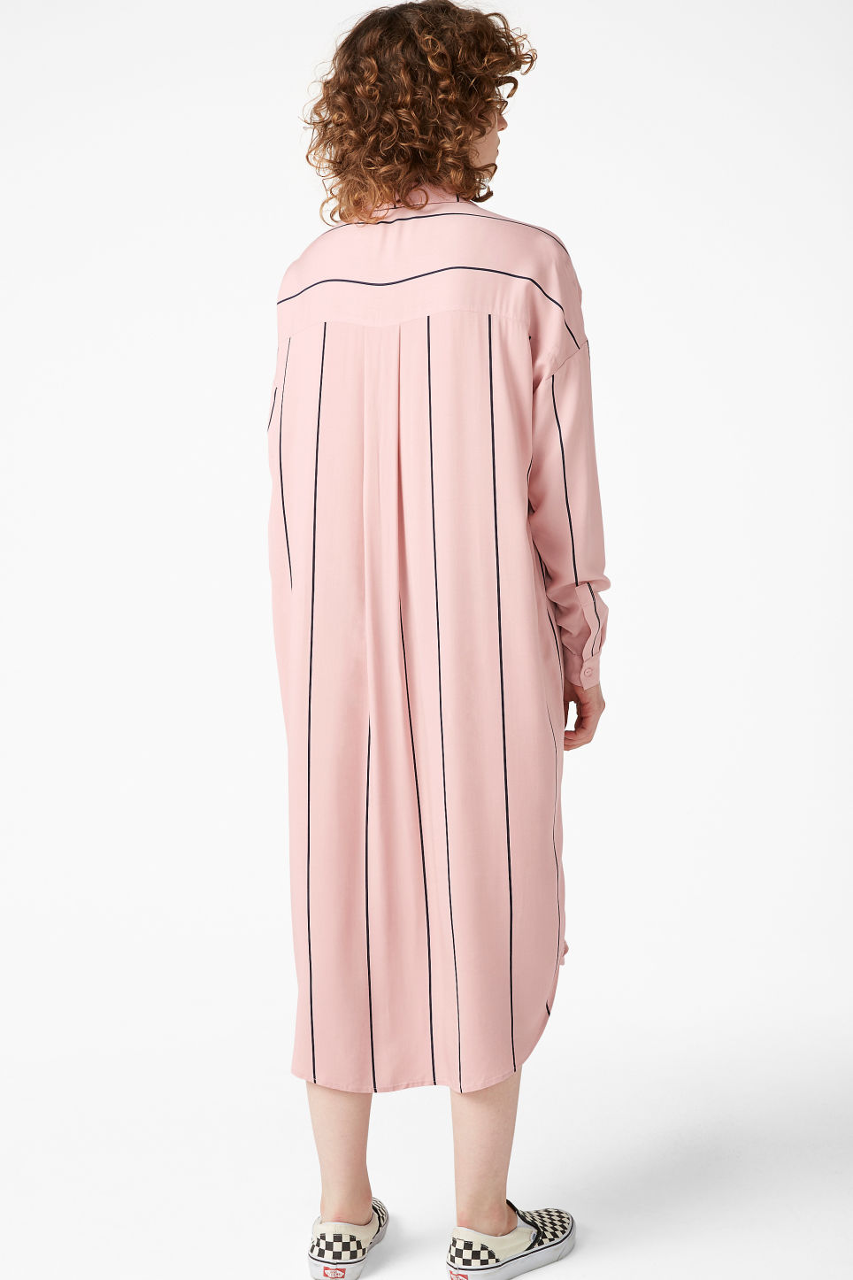 Model back image of Monki luxe viscose shirtdress in pink