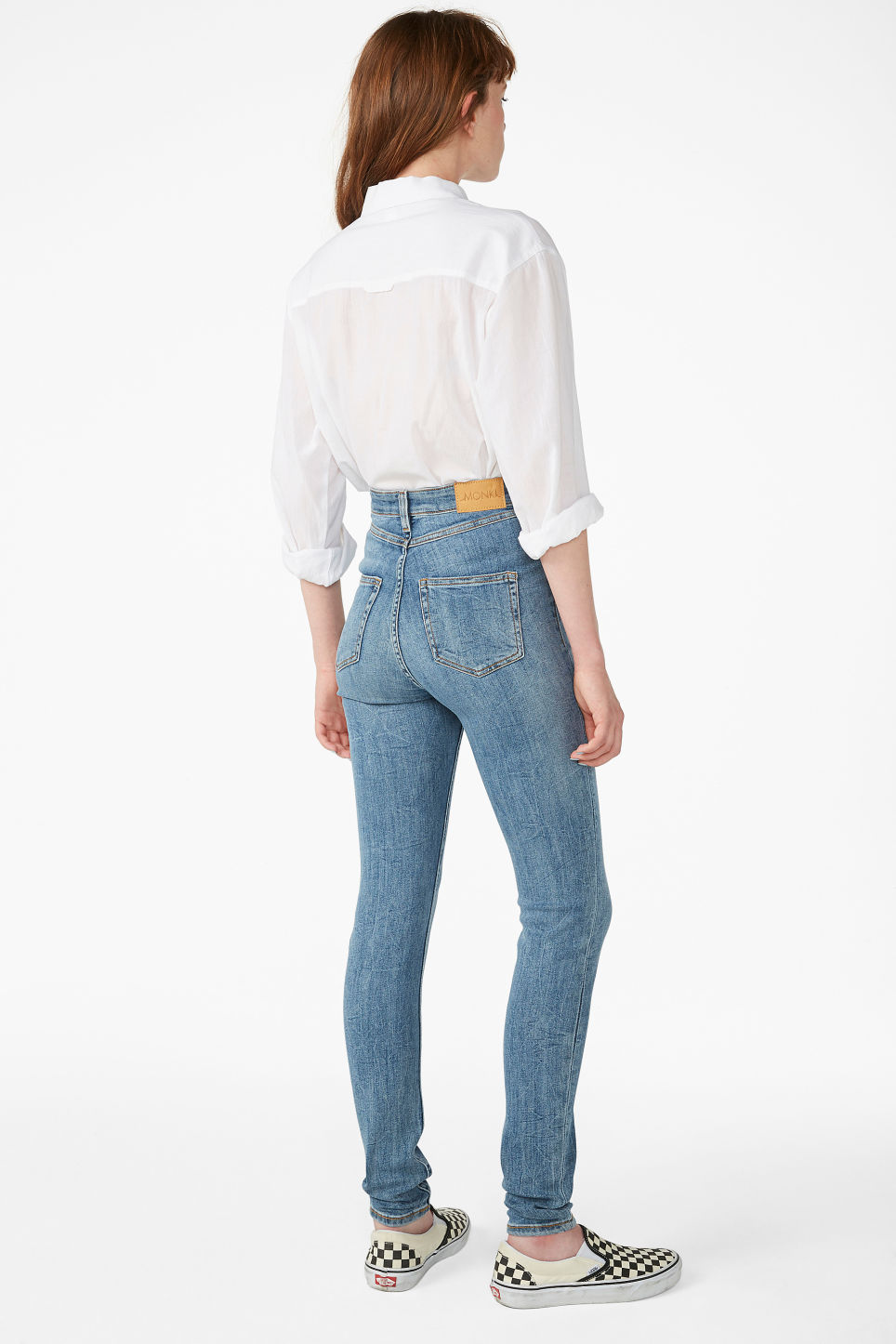 Model back image of Monki oki jeans in blue