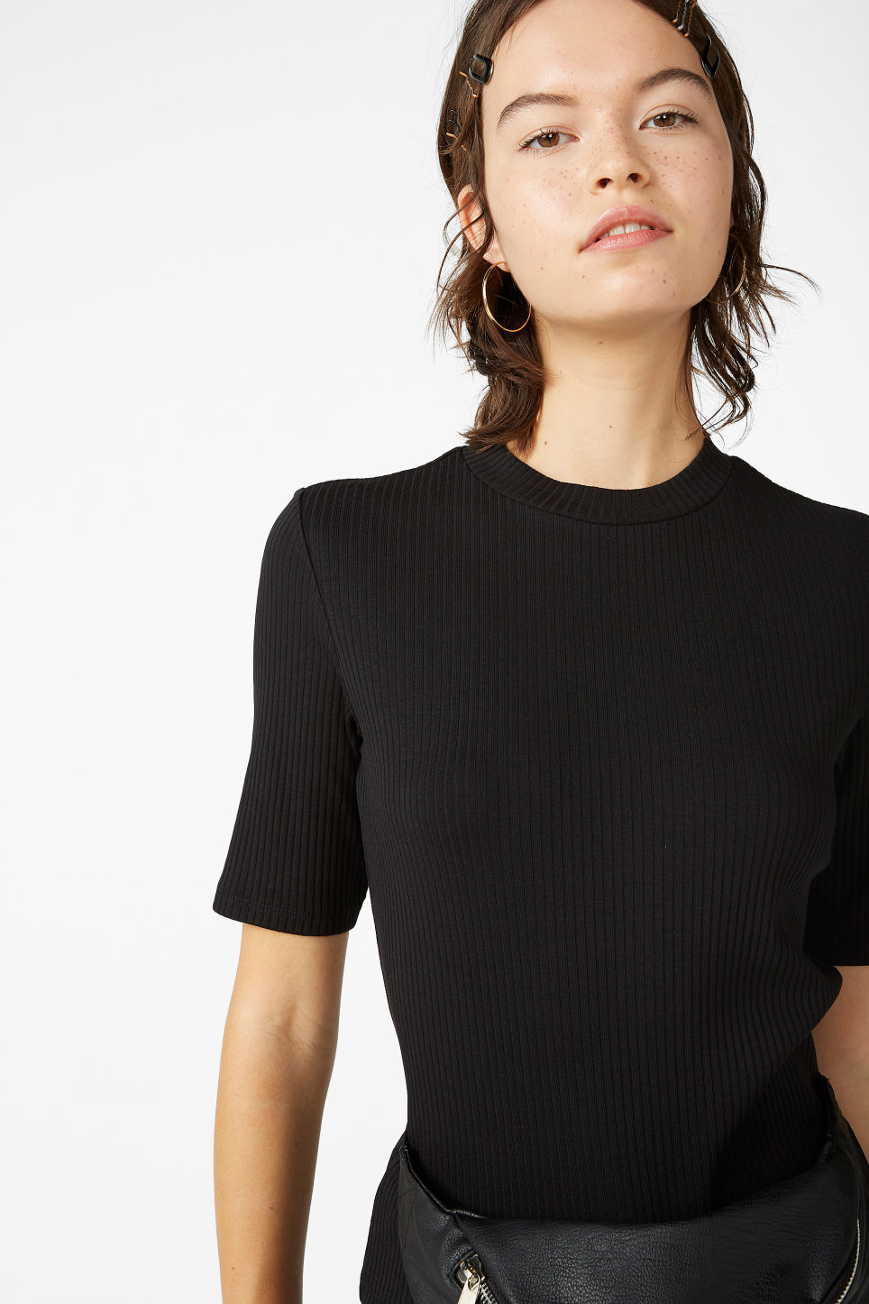 Model front image of Monki ribbed top in black