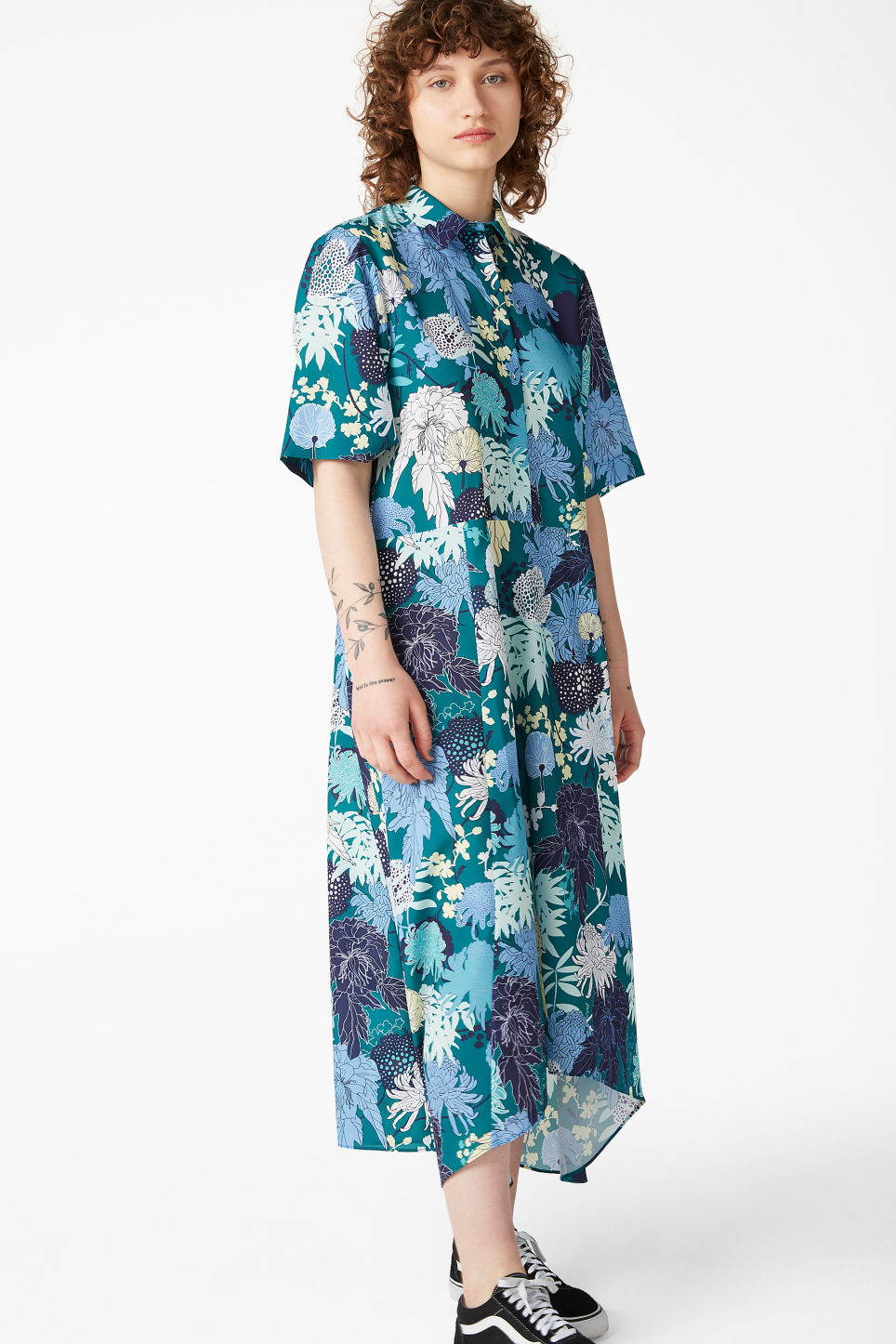 Model front image of Monki maxi dress in green