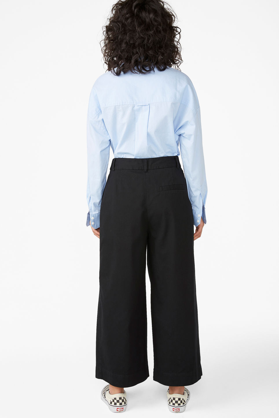 Model back image of Monki wide leg cotton trousers in black