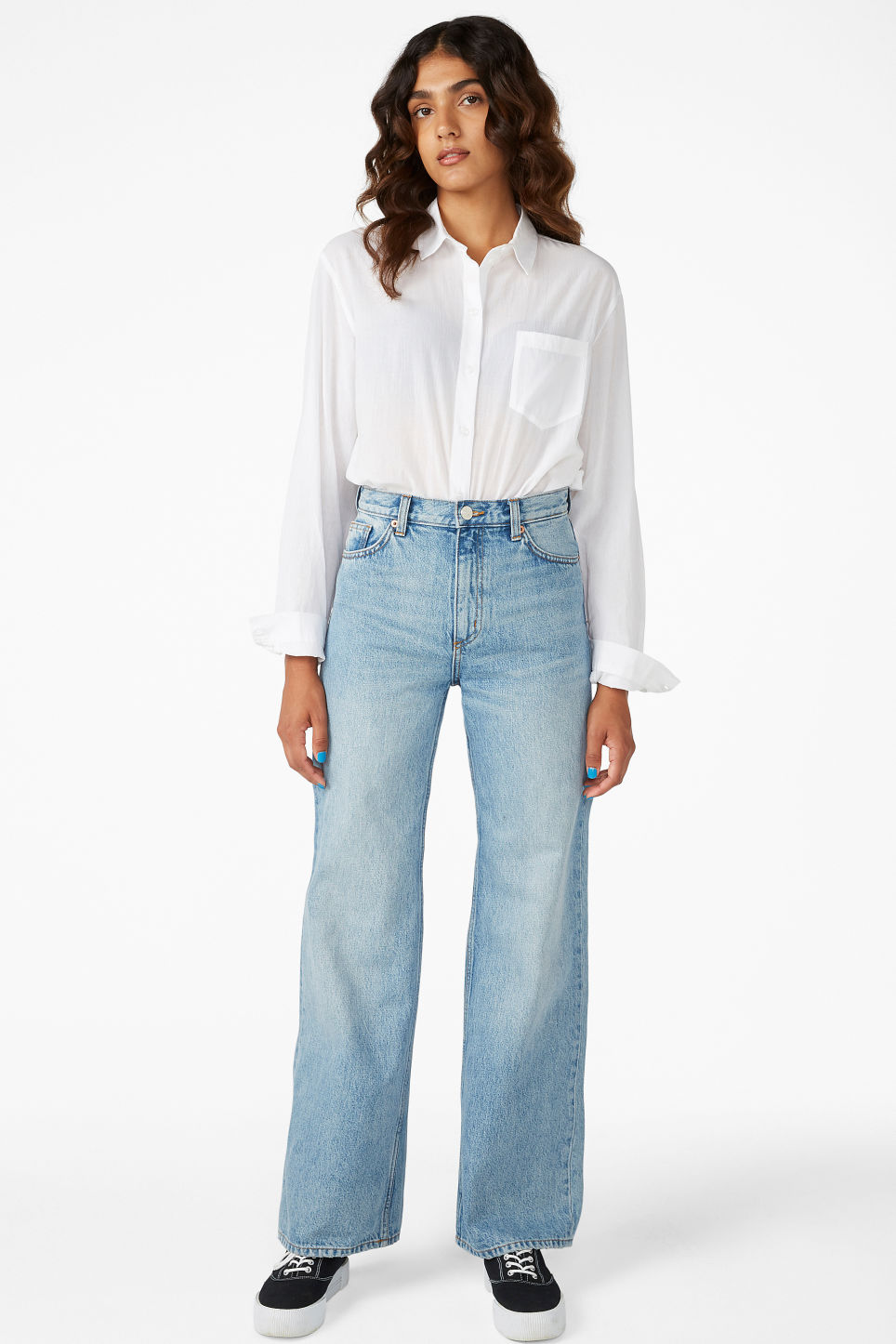 Model front image of Monki yoko jeans in blue
