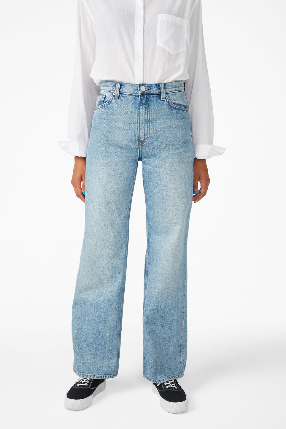 Model side image of Monki yoko jeans in blue