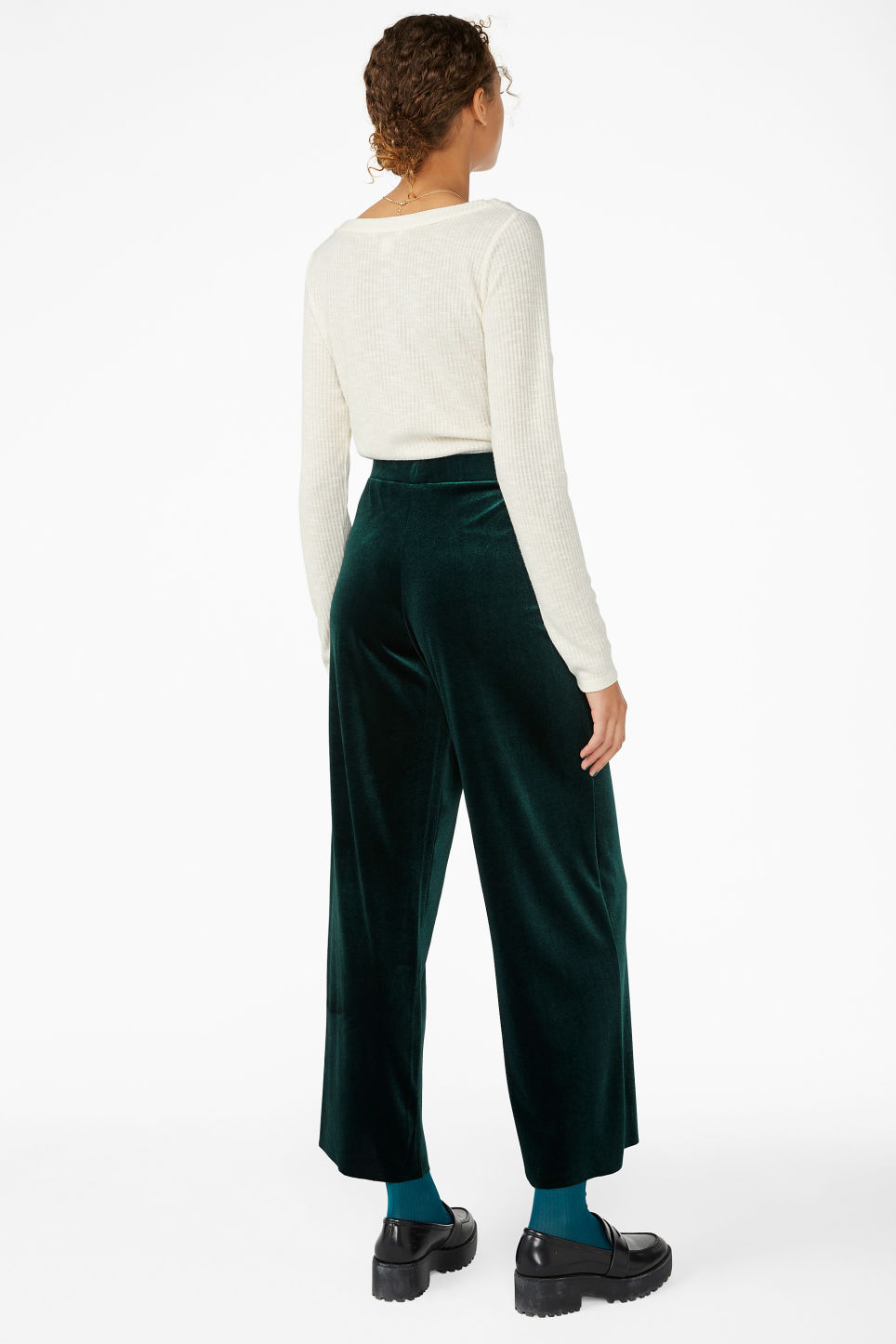 Model back image of Monki wide velvet trousers in green