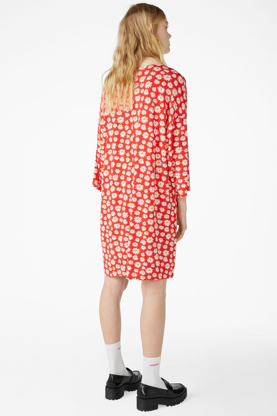 Model back image of Monki v-neck dress in red