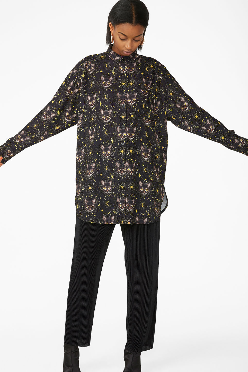 Model front image of Monki oversized shirt in black