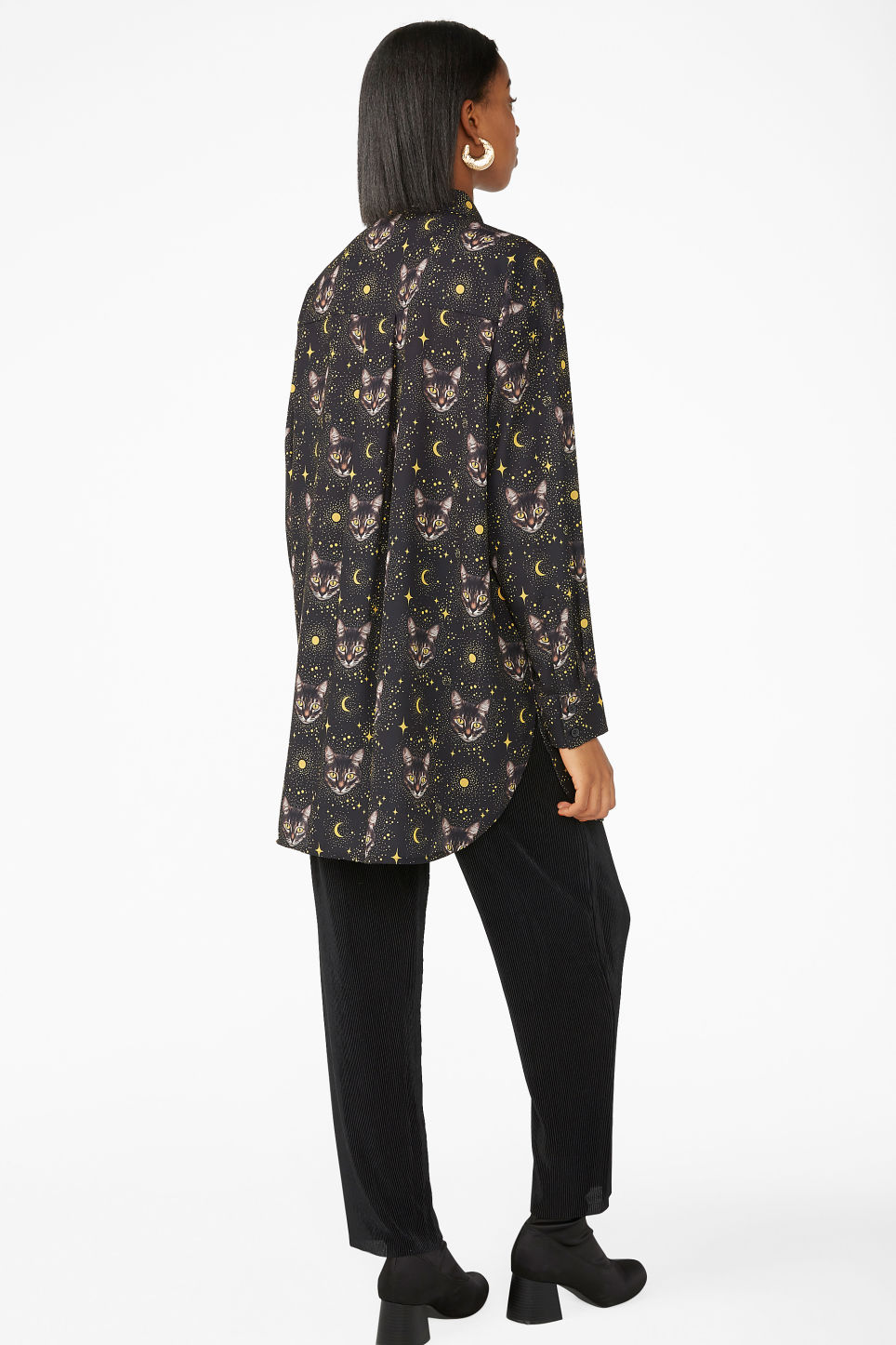 Model back image of Monki oversized shirt in black