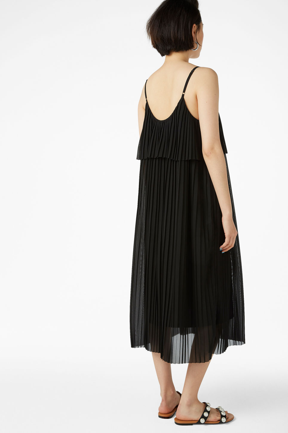 Model back image of Monki plissé slip dress in black