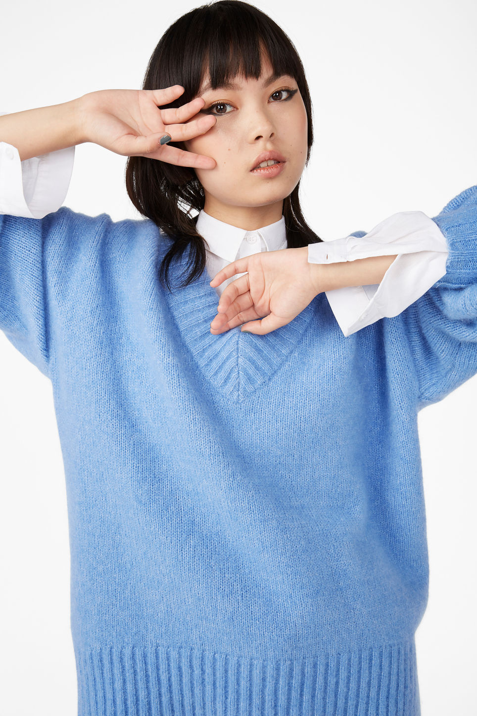 Model front image of Monki soft v-neck sweater in blue