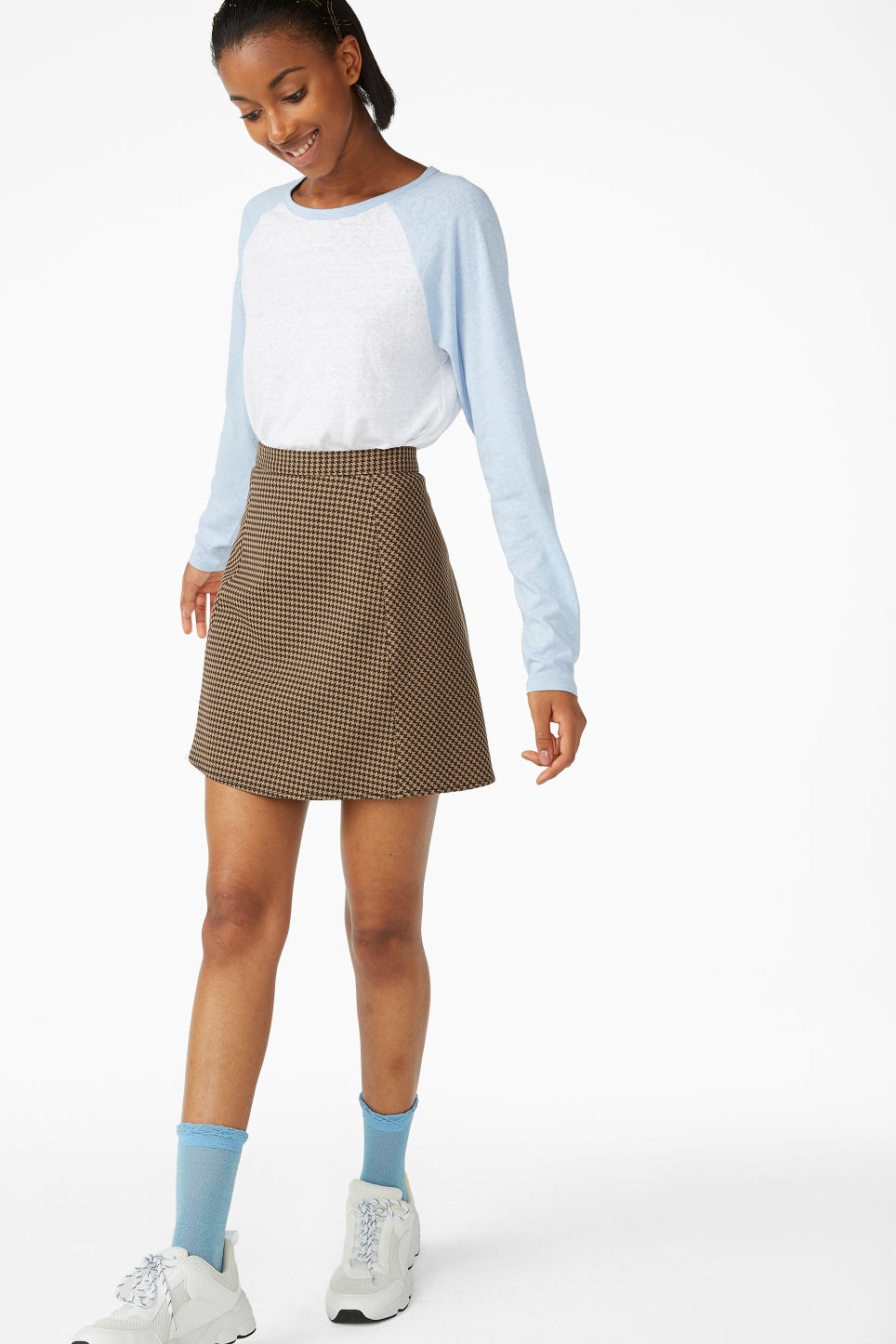 Model front image of Monki houndstooth mini skirt in beige