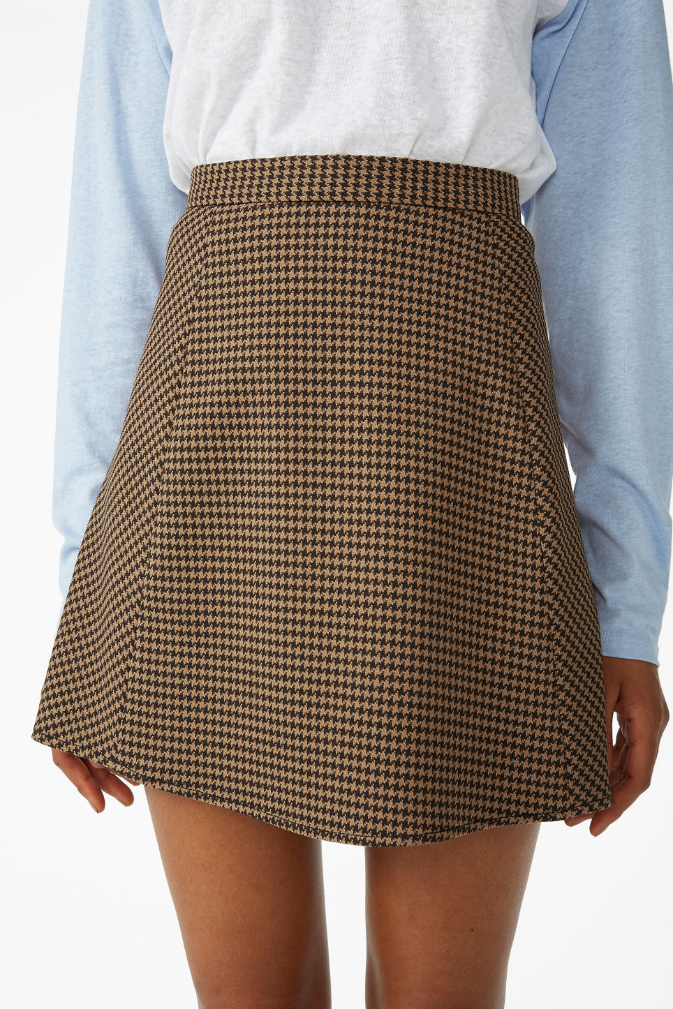 Model side image of Monki houndstooth mini skirt in beige