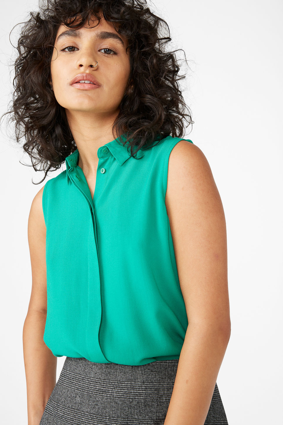 Model front image of Monki flowy sleeveless shirt in green