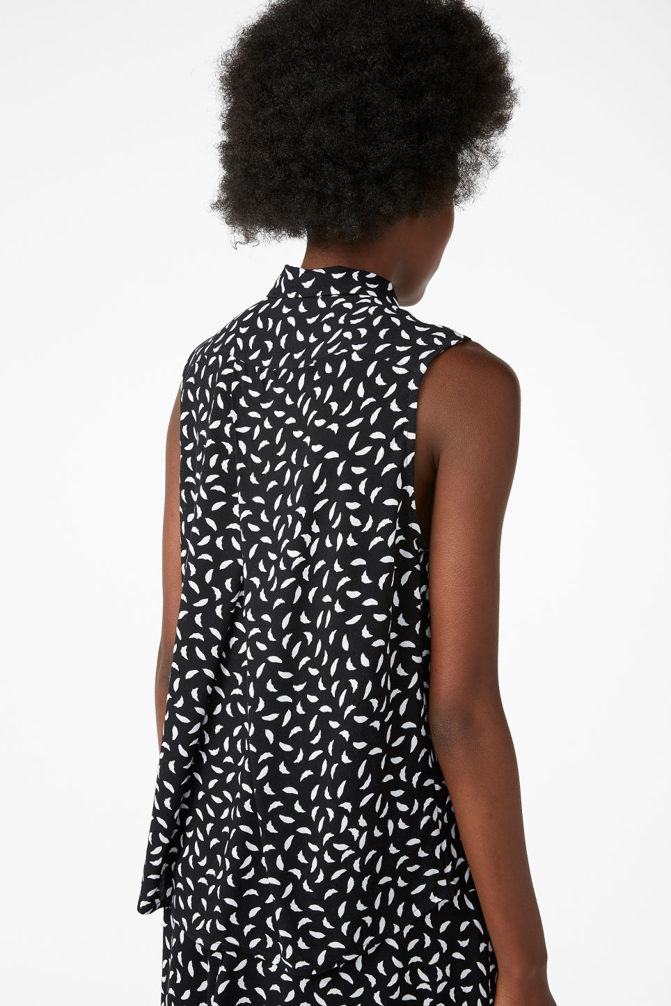 Model back image of Monki flowy sleeveless shirt in white