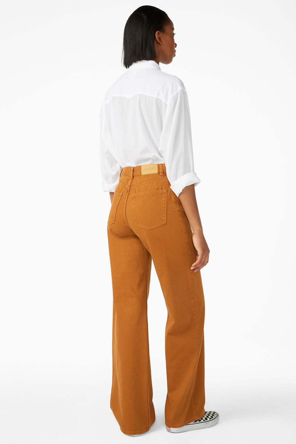 Model back image of Monki yoko dark mustard jeans in orange