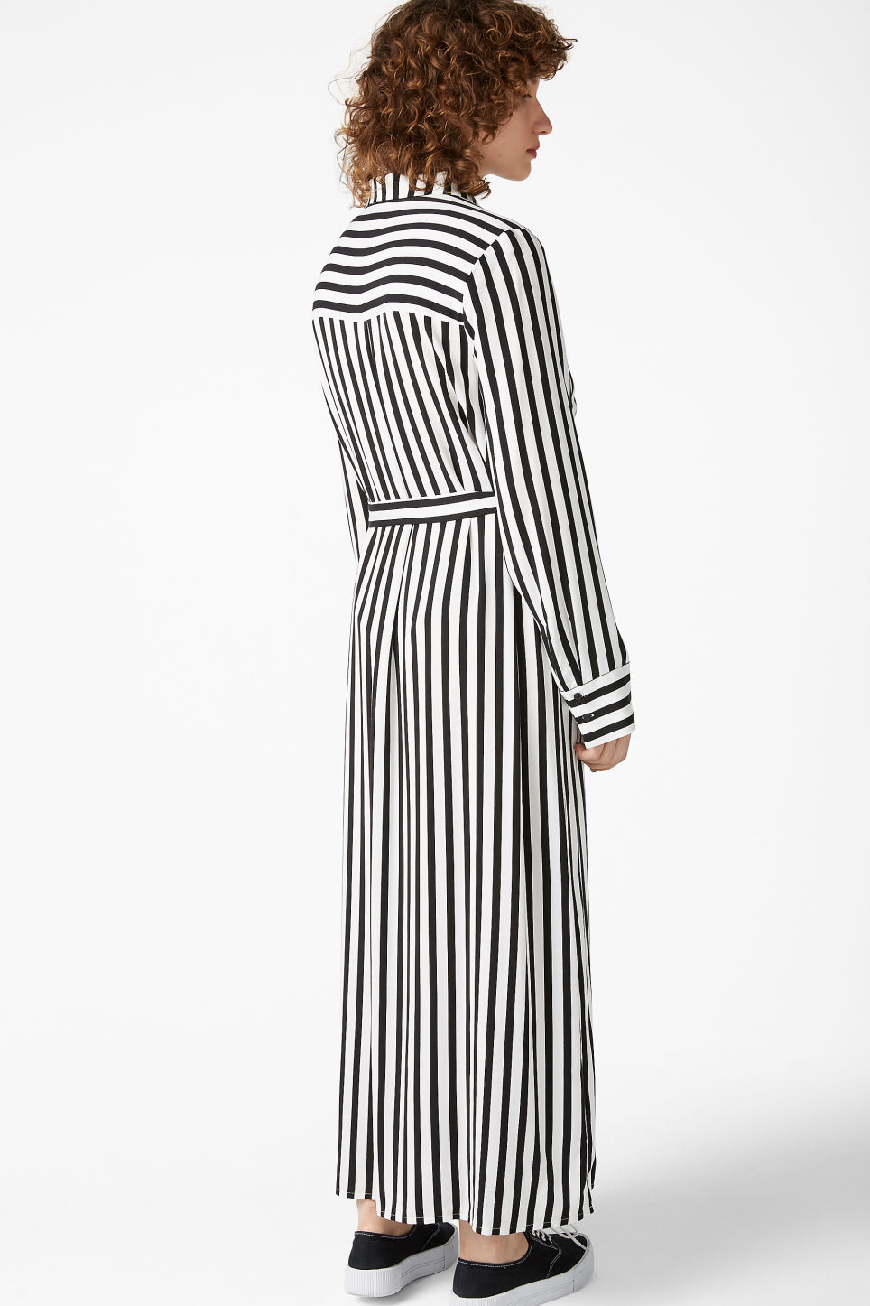 Model back image of Monki long shirt dress in black