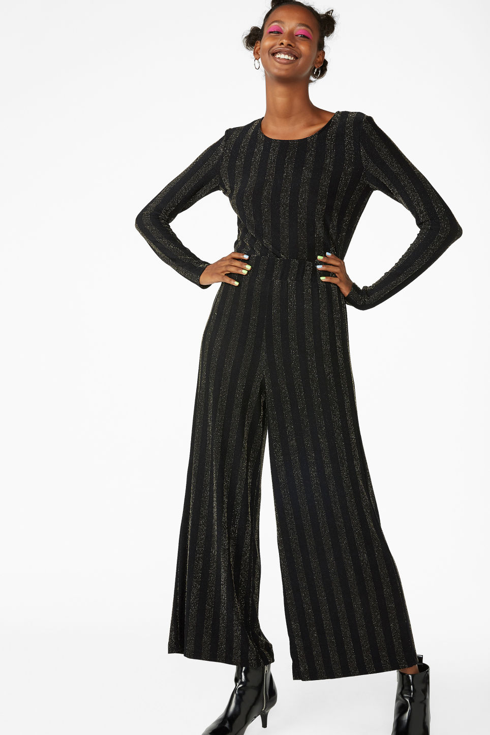 Model front image of Monki flowy trousers in black
