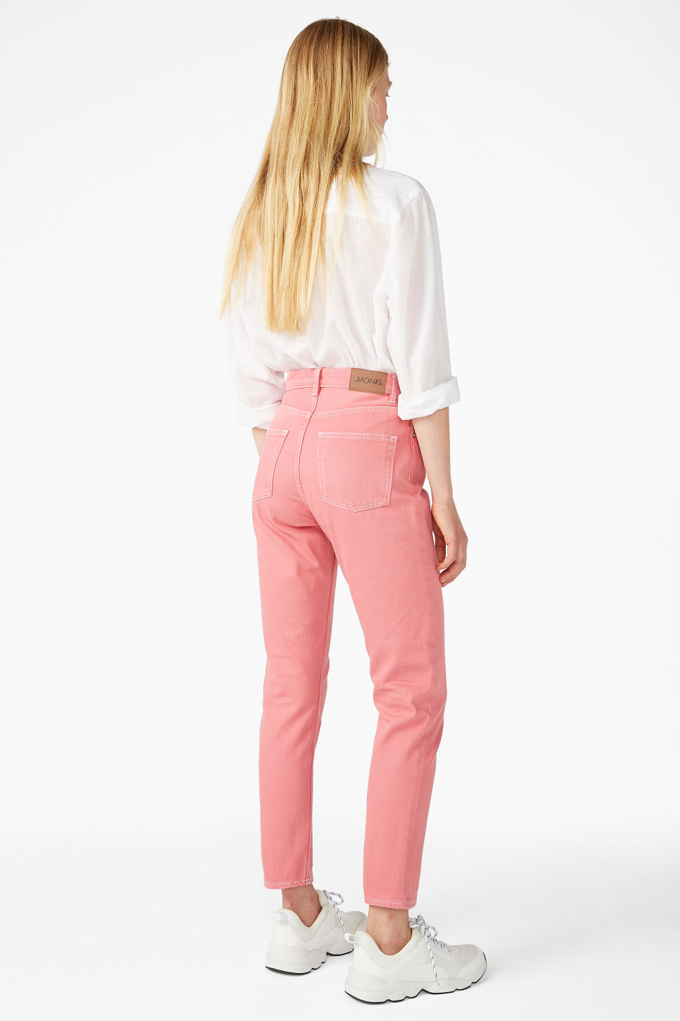 Model back image of Monki kimomo jeans in pink