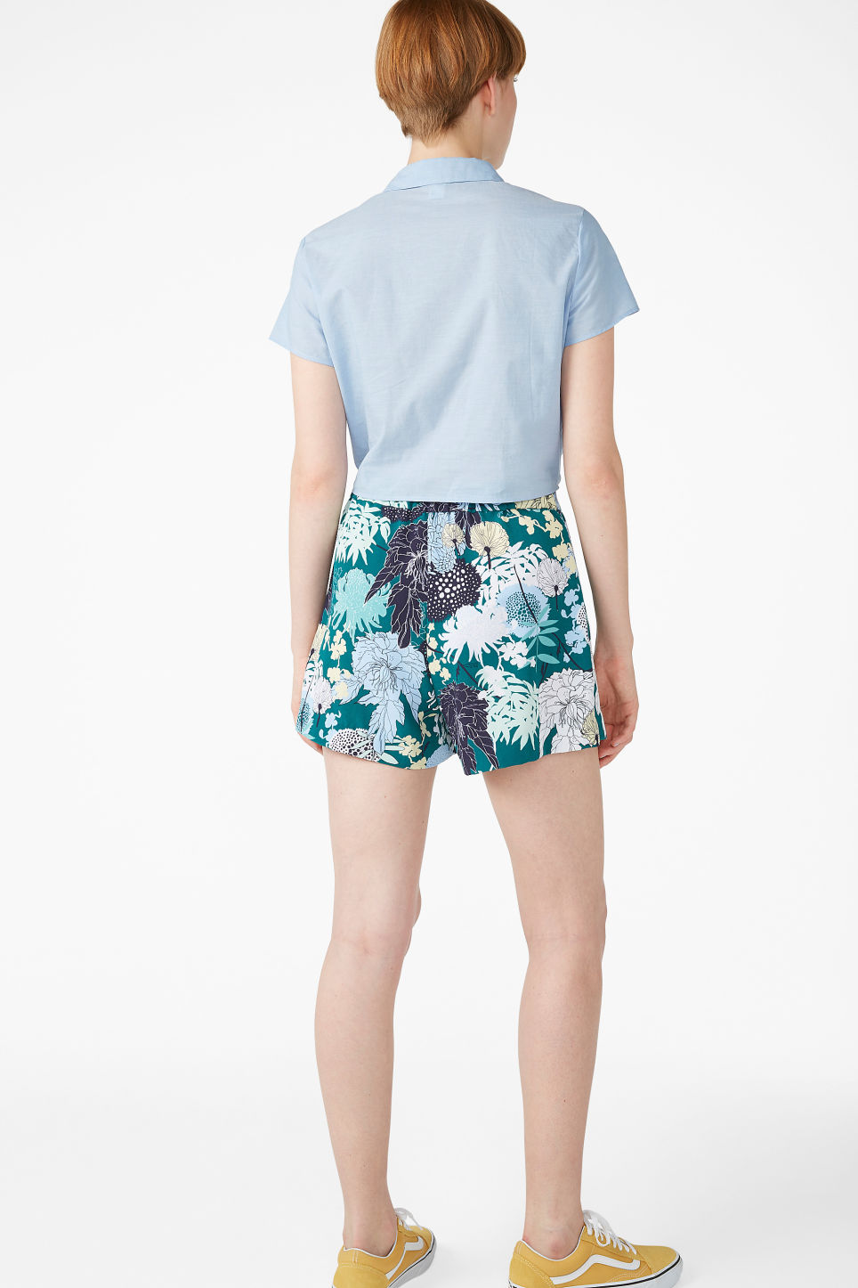 Model back image of Monki classic shorts  in green