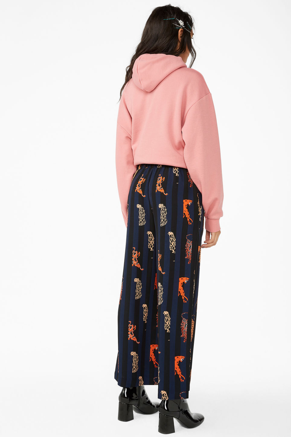 Model back image of Monki dressy trousers  in blue