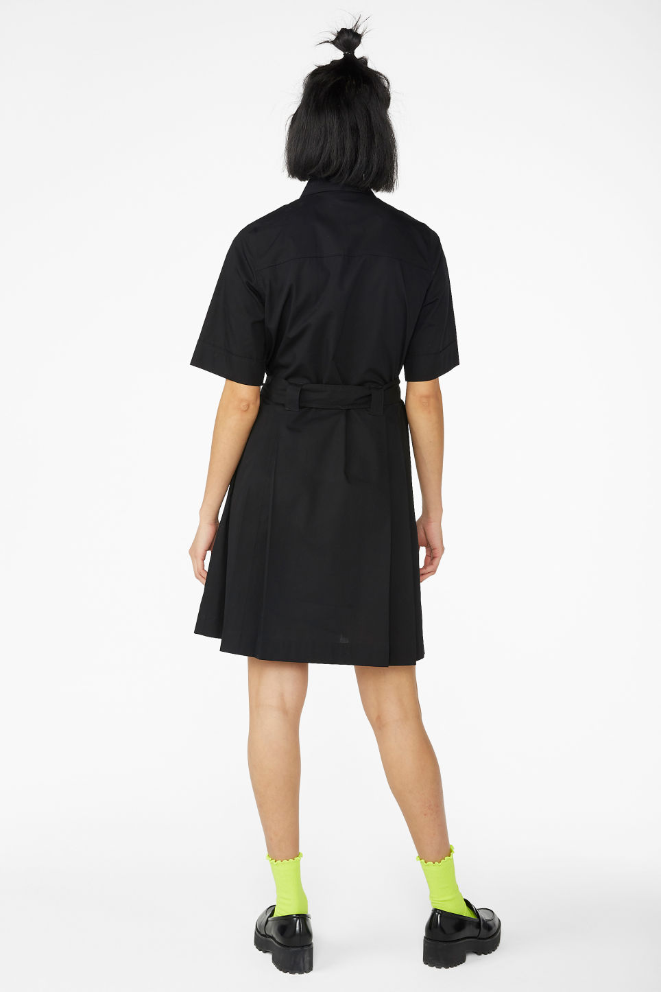 Model back image of Monki tie-waist shirt dress in black