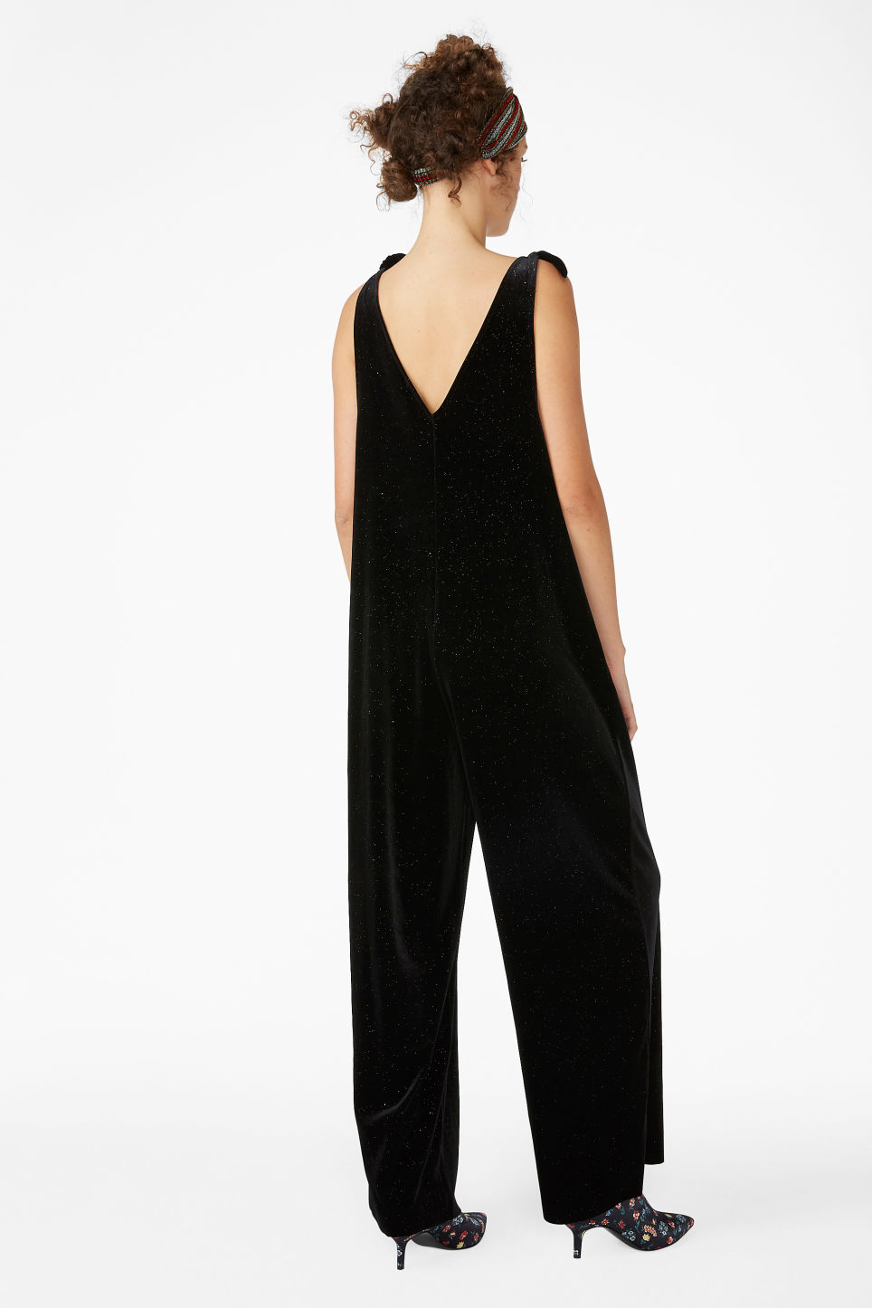 Model back image of Monki velvet dungarees in black