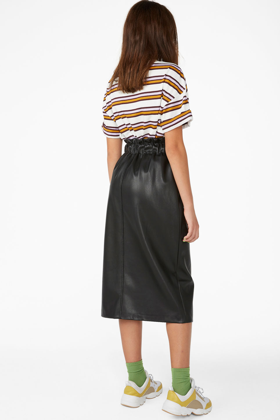 Model back image of Monki faux leather skirt in black