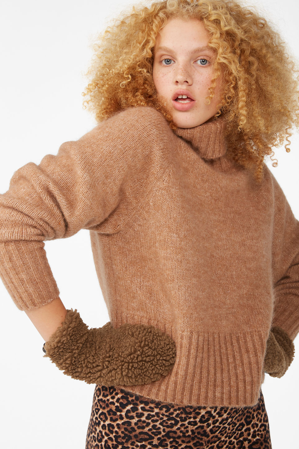 Model front image of Monki fluffy mittens in beige