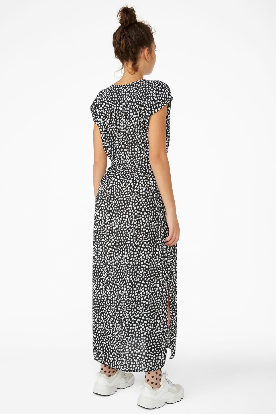 Model back image of Monki v-neck maxi dress in black