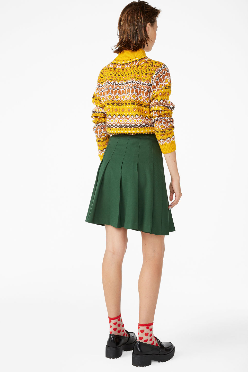 Model back image of Monki pleated skirt in green