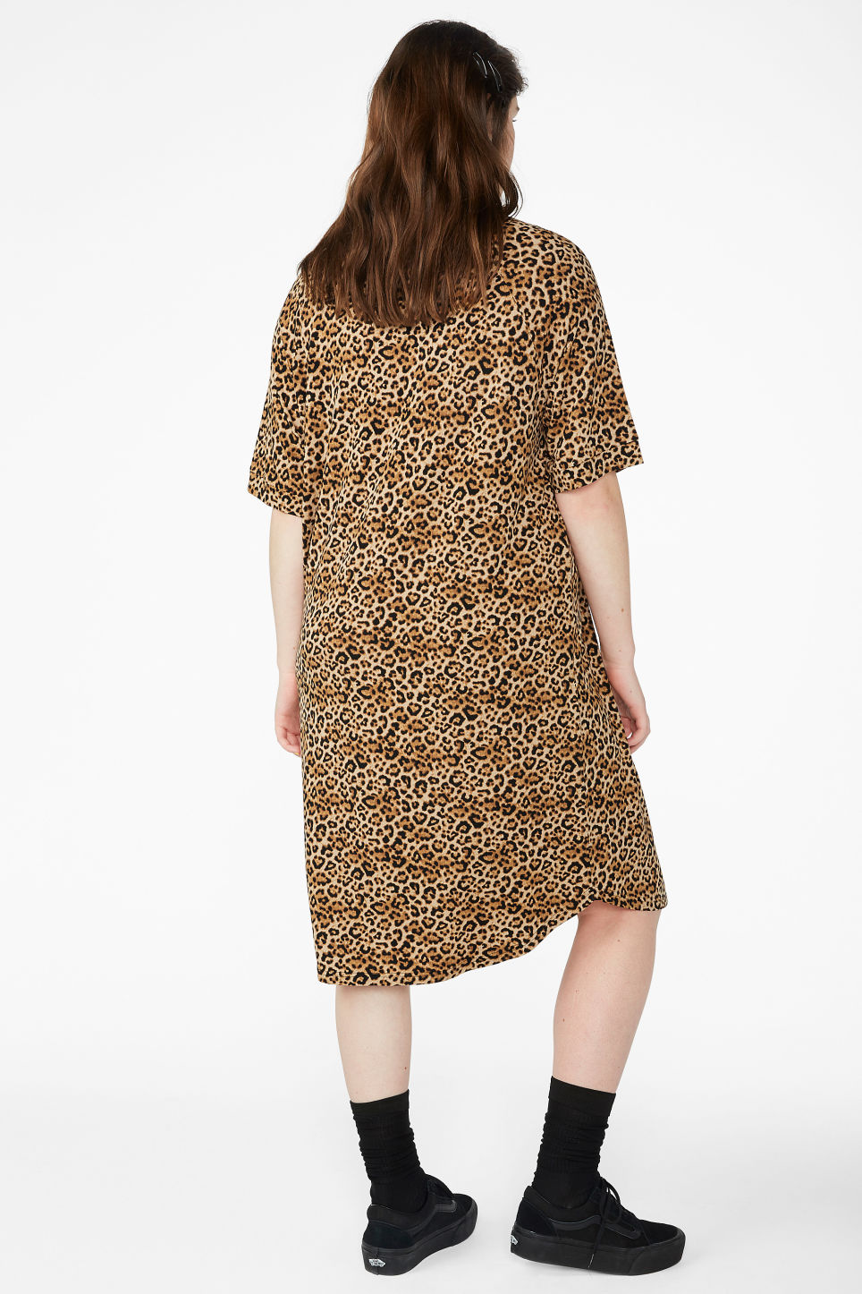 Model back image of Monki oversized t-shirt dress in beige