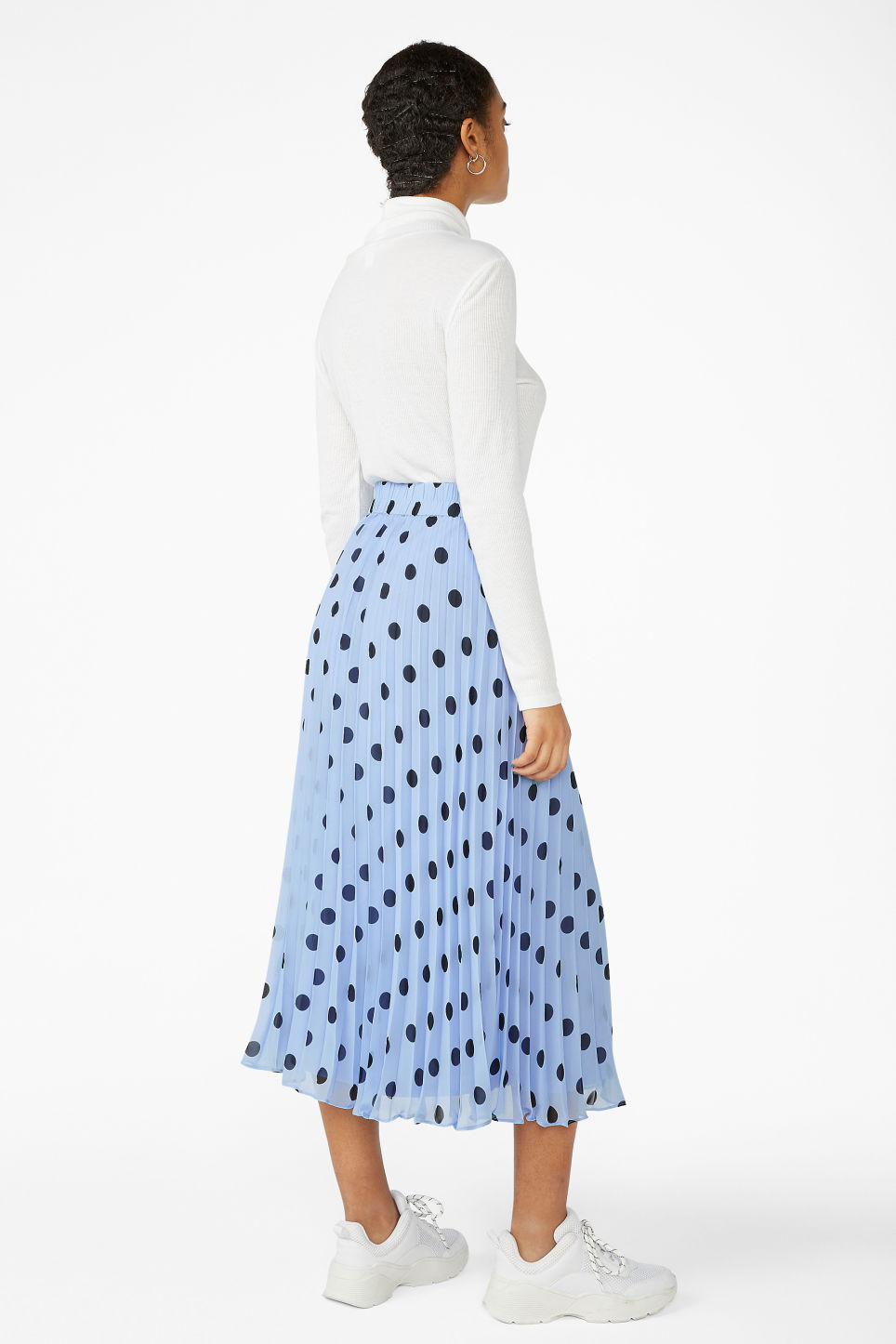 Model back image of Monki pleated midi skirt in blue