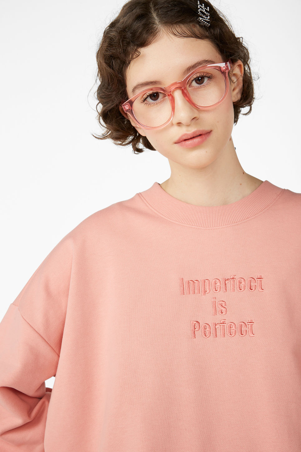 Model front image of Monki raglan sweater in pink