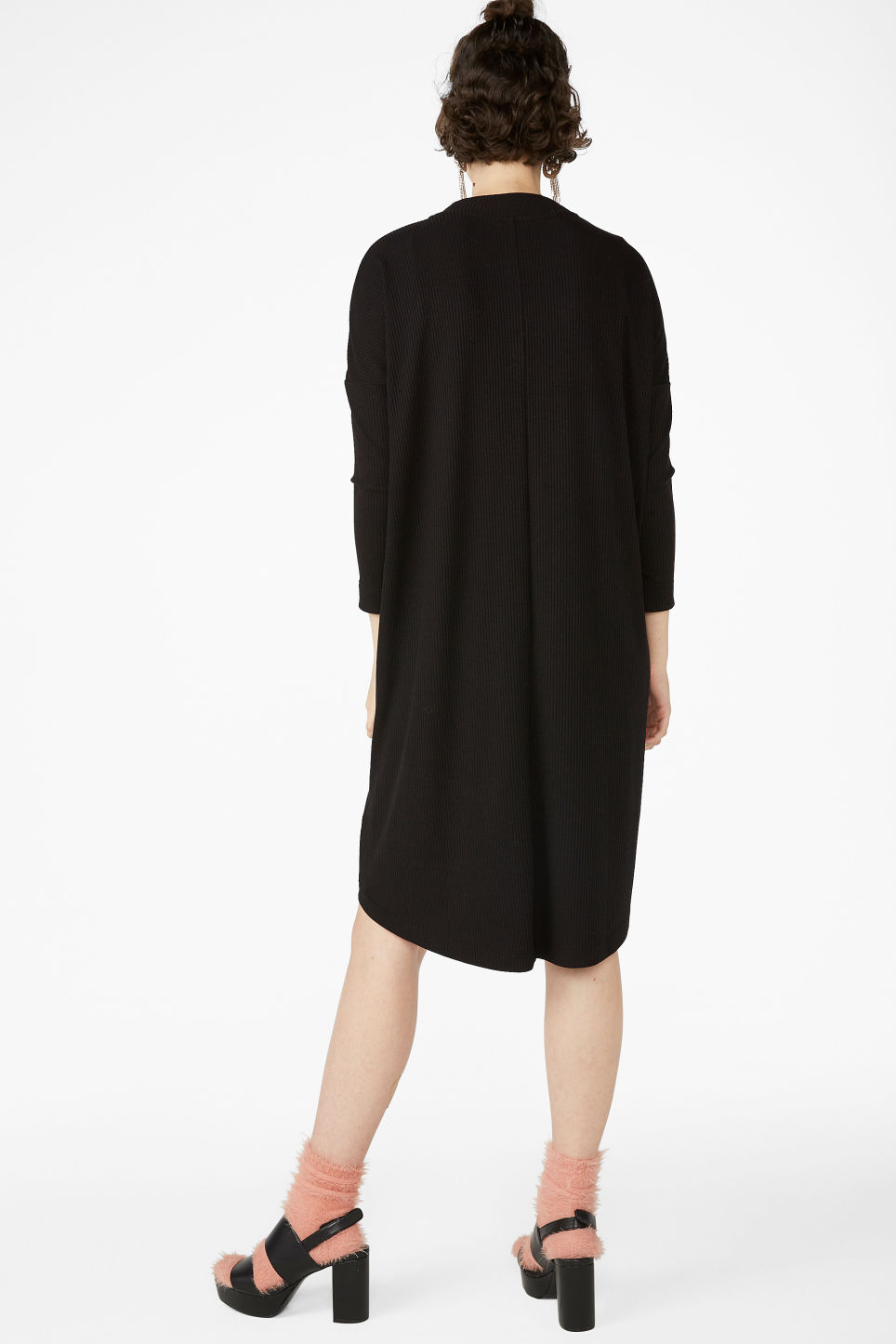 Model back image of Monki ribbed dress in black