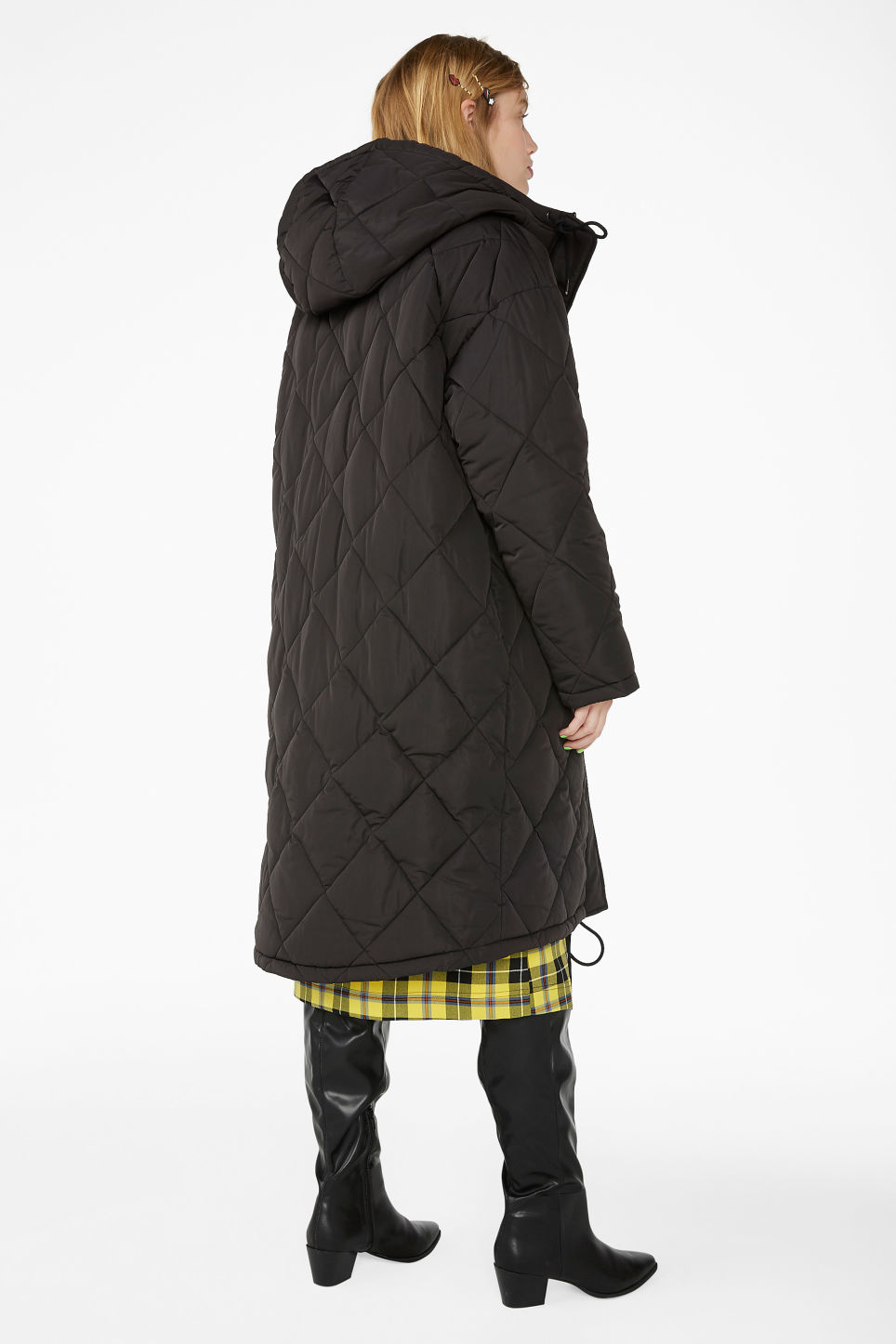 Model back image of Monki padded quilted long coat in black