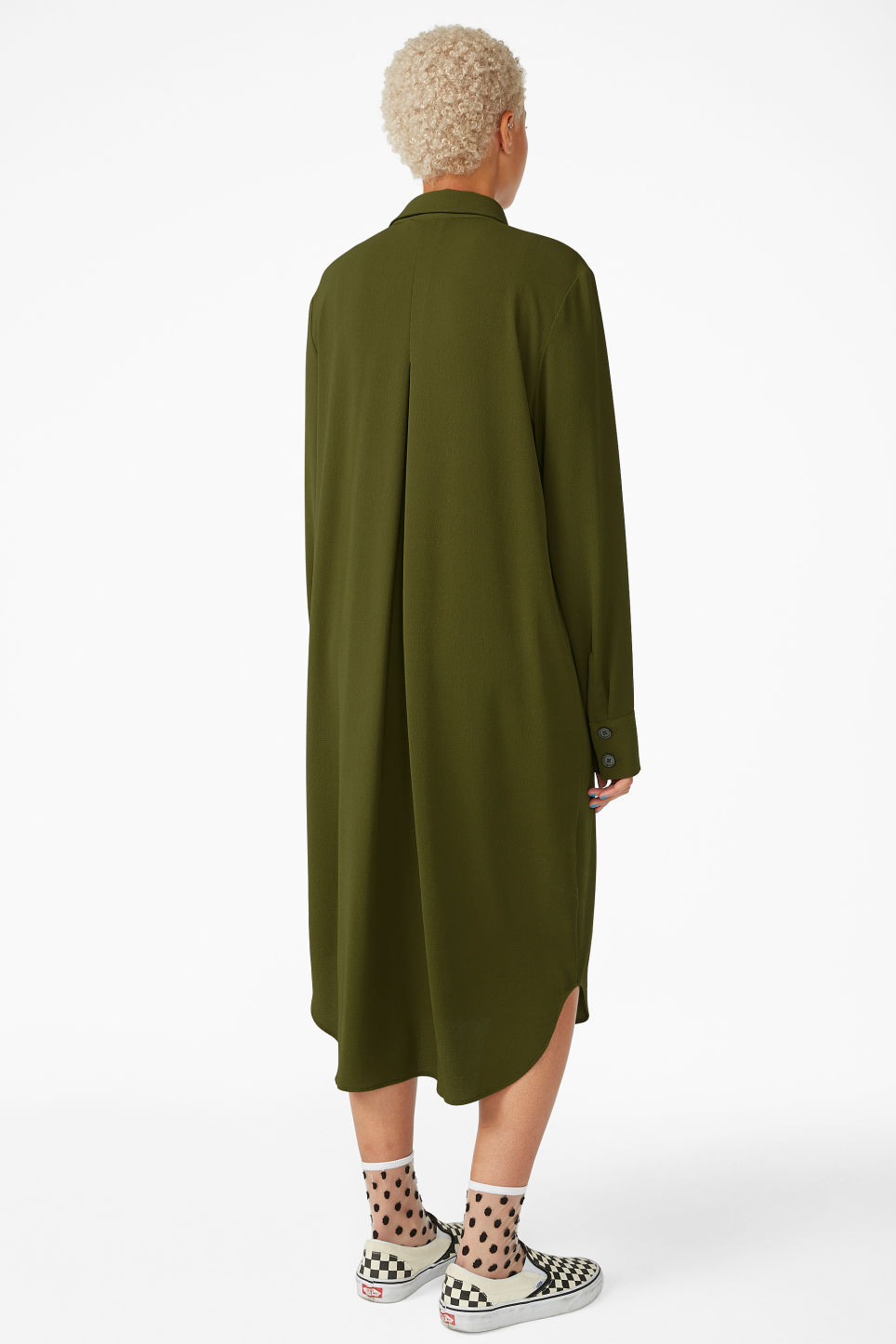 Model back image of Monki long-sleeved shirt dress in green