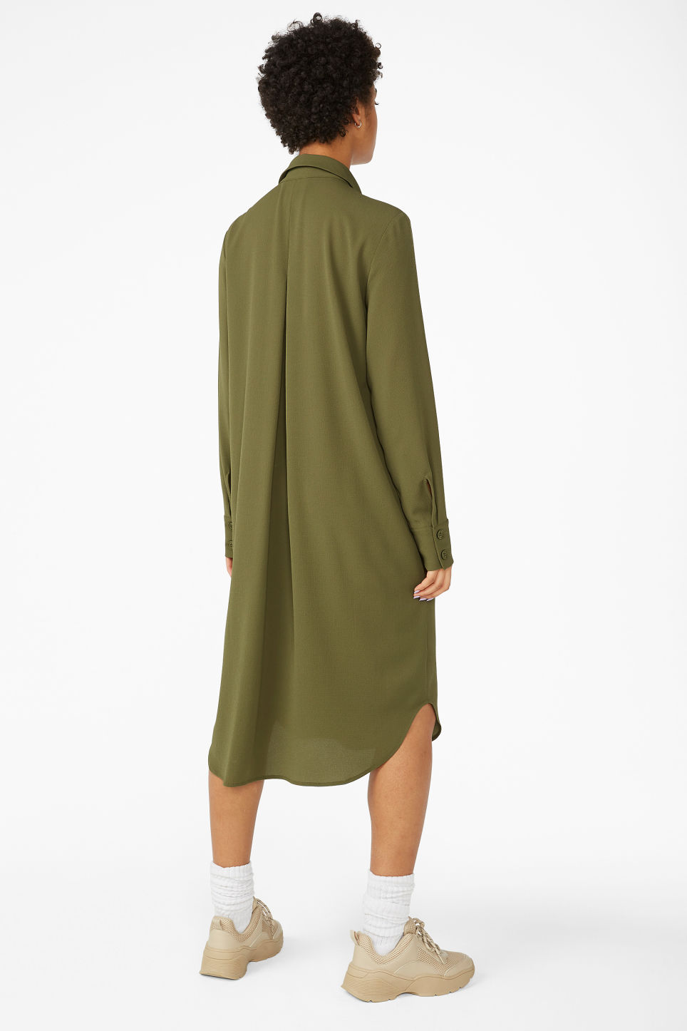 Model back image of Monki long button-up shirt dress in green