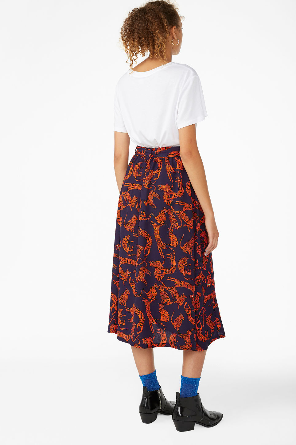Model back image of Monki button midi skirt in purple
