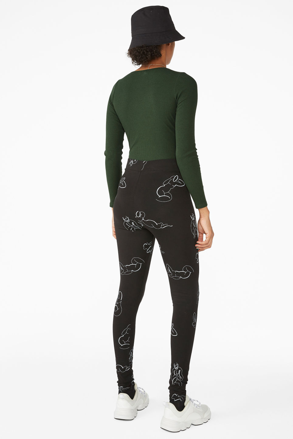 Model back image of Monki comfy leggings in black